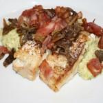 Torsk med krämigt blomkål/broccoli-mos samt bacon/svamp-strössel