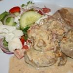 Krämig fläskfilégratäng med färskost, vitlök och bacon