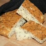 Snabb-bakat LCHF-bröd – långpannebröd med frön och ost