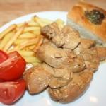 Snabbmarinerad kyckling i vitlökssås med bacon och champinjoner