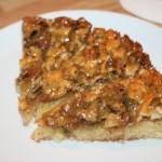 Läcker tosca-kaka med valnötter, cashewnötter och pumpafrön