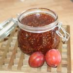 Söt-syrlig plommonchutney med sting – perfekt till en god köttbit!