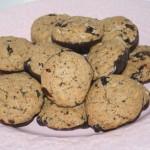 Choklad-doppade chocolate chip cookies med mörk choklad och cashewnötter