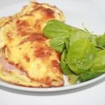Snabb och enkel fylld omelett – god och mättande lunch!