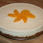 Underbar cheesecake med vanilj-och apelsinfyllning på pepparkaksbotten