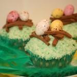 Söta påskcupcakes – citronmuffins med vit chokladfrosting och fågelbo i nougat!
