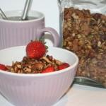 Knaprig, rostad musli/müsli med vanilj och kakao – lyxig start på dagen!