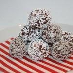 Klassiska chokladbollar med twist – lätt kola-ton på bollarna!