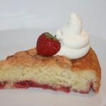 Mjuk kaka med jordgubbar – en riktig sommarkaka!