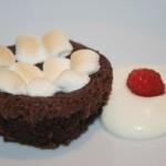 Kladdiga chokladmuffins med segt marshmallowstäcke