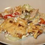 Lättlagad kyckling-och grönsaksgratäng med bacon och ost