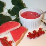 Sötsyrlig vinbärscurd på röda vinbär – perfekt till bakverk eller frukostsmörgåsen!
