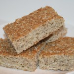 Saftigt LCHF-bröd med hasselnötsmjöl – lättbakat och gott!