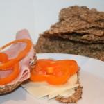 LCHF-knäckebröd bakat med jäst – gott gott!
