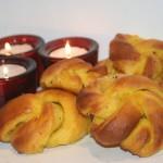 Saffransknutar med kardemumma, vanilj och mandelmassa!