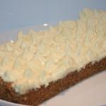 Morotskaka med vit chokladfrosting!