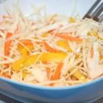 Fräsch vitkålssallad med morot och paprika!