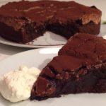 Kladdkaka med mörk choklad och marängtäcke!