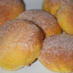 Vaniljfyllda sockerbullar med saffran