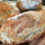 Kalljästa frukostfrallor med chiafrön – surdegskänsla deluxe!
