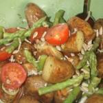 Ljummen potatissallad med sparris och tomat