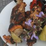 Grillad kycklinglårfilé marinerad i citron och salvia