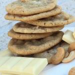 Chocolate chip cookies med vit choklad och salta cashewnötter