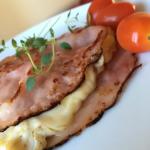 Bräckt skinka med ägg och ost – frukost i LCHF-style