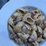 Salamipasta med färskost och champinjoner